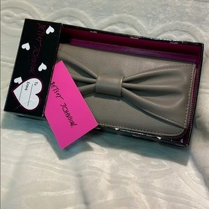 NWT Betsey Johnson Boxed wallet / color Stone